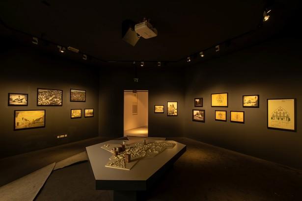 Das Stadtmodell von Aichach aus dem Jahr 1914 wird in der Ausstellung mit diversen Projektionen bespielt. © Haus der Bayerischen Geschichte | Foto: Herbert Rath