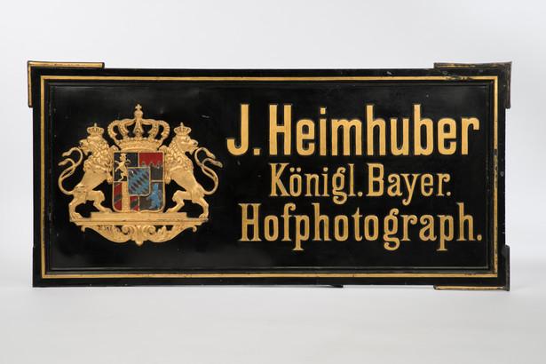 Atelierschild des Fotografen Josef Heimhuber, 19. Jahrhundert