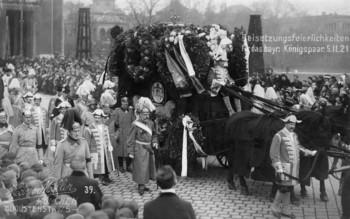 Postkarte zur Erinnerung an die Beisetzungsfeierlichkeiten für das bayerische Königspaar Ludwig III. und Marie Therese am 05. November 1921 in München Verlag: Hans Möller, München © Digitalbild: Haus der Bayerischen Geschichte