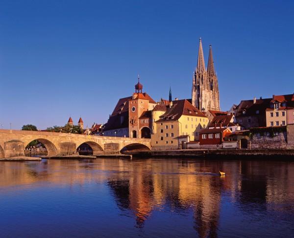 Steinerne Brücke und Dom in Regensburg ©Regensburg Tourismus GmbH | Foto: Peter Ferstl