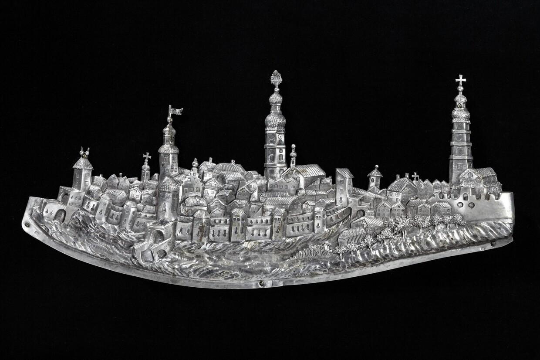 Silberrelief mit der Ansicht der Stadt Deggendorf,  Mitte 18. Jahrhundert, Stadtmuseum Deggendorf © Haus der Bayerischen Geschichte, Augsburg | Foto: Rudolf Scharf