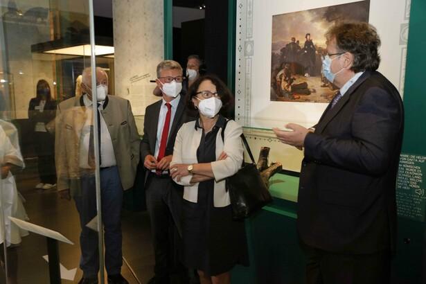 Die Gäste bei der Führung durch die Bayerische Landesausstellung mit Direktor Dr. Richard Loibl (ganz rechts) © Haus der Bayerischen Geschichte | Foto: Fotoweitblick