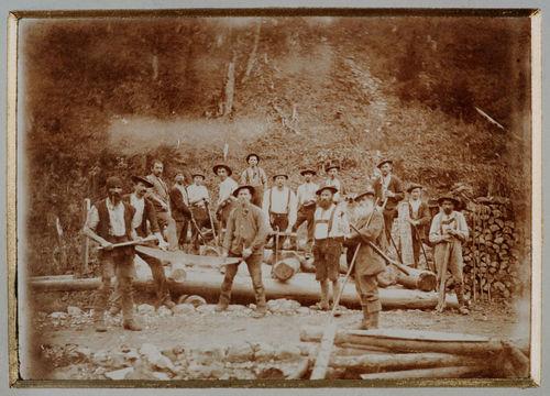 Holzknechtrotte, Erinnerungsbild zur Niederlegung des Kessel Waldes 1907