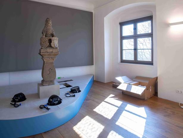 Der Brunnenlöwe in der letzten Ausstellungsabteilung in Friedberg wartet auf Besucher. © Haus der Bayerischen Geschichte | Foto: Herbert Rath