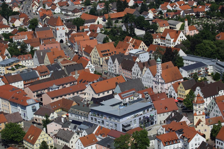 Blick auf Aichach mit Wittelsbacher Museum im Unteren Tor. © Stadt Aichach, Foto: Erich Echter